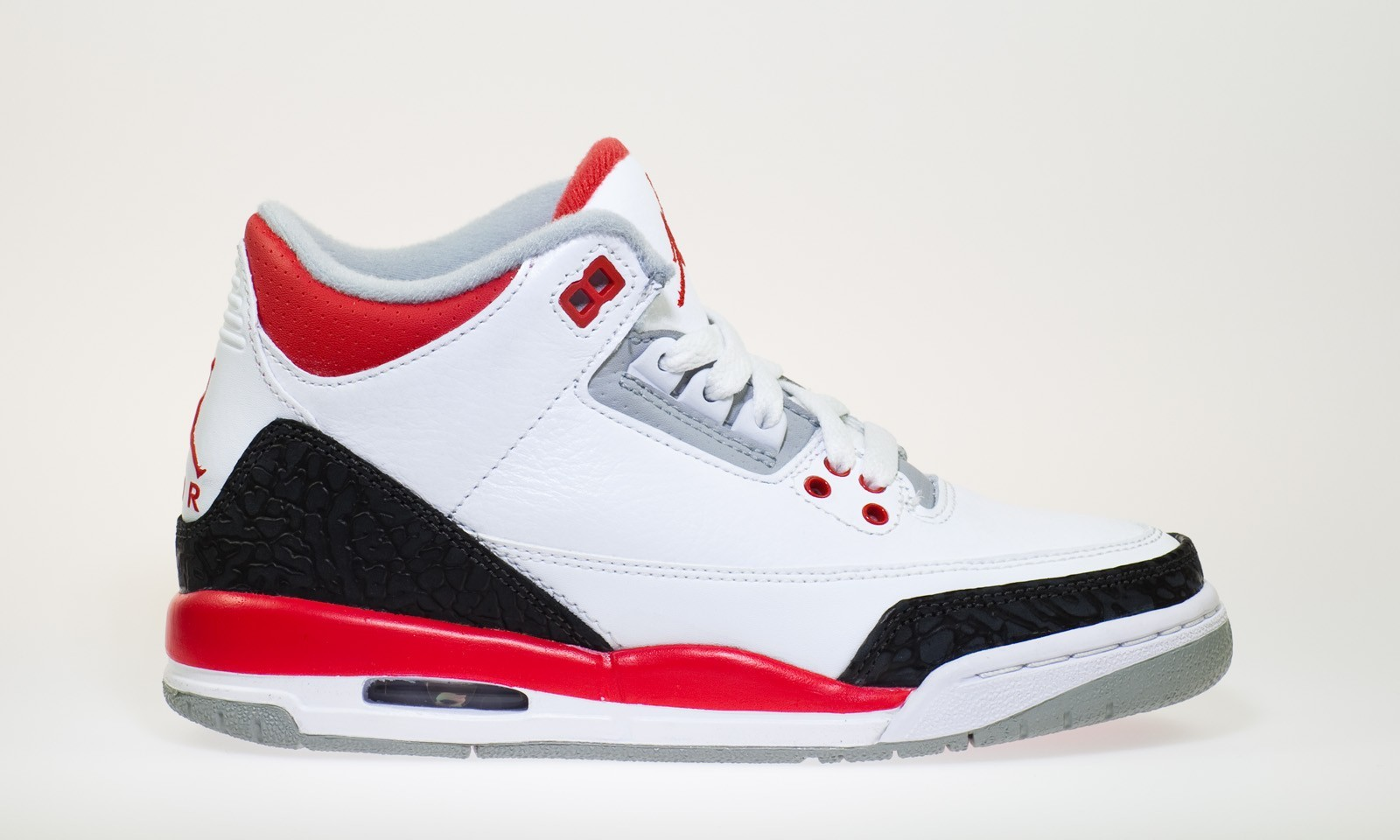 0716ee4d7aee90 ... Air Jordan Retro 3(III) White Fire Red Neutral Grey Black 398614-120 ...