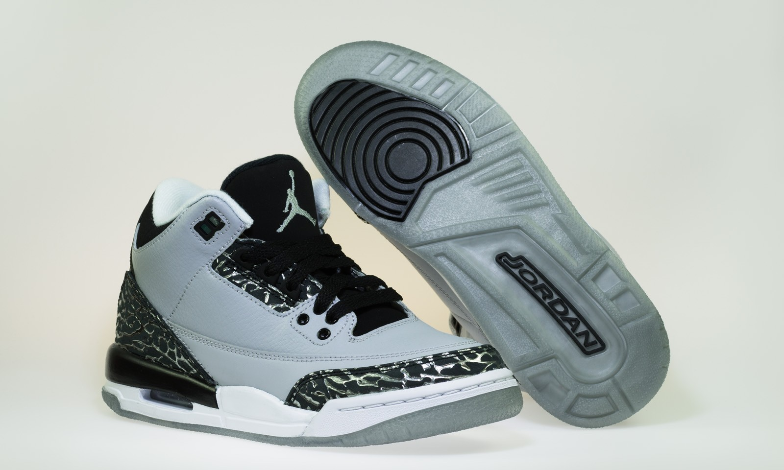 Air Jordan 3(III) Retro BG (Boys' Grade School) - GS - Wolf Grey Metallic Silver Black Basketball Shoes 398614-004