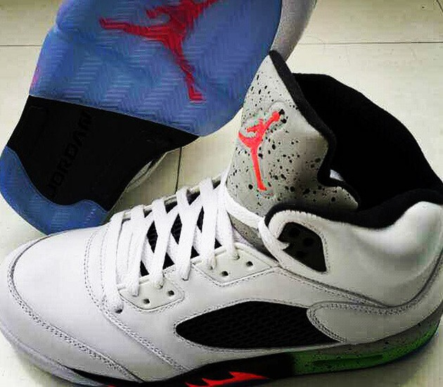 WMNS Air Jordan 5(V) Retro 2015 White Infrared 23 Light Poison Green Black 136027-115 Womens Basketball Shoes