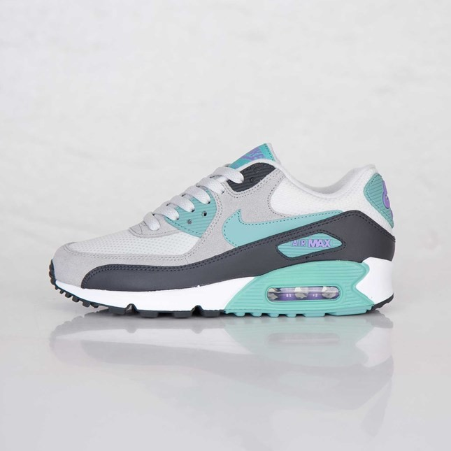 huge discount 13d53 98396 Very Cheap Womens Nike Air Max 90 Essential Light Base Grey ...